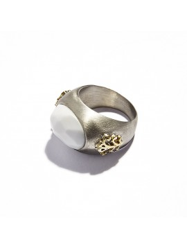 White Agata Cabochon Chevalier Ring